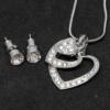 Kép 2/2 - Kristályokkal kirakott fülbevaló és nyaklánc díszdobozban / összerakható szívek medállal / 19841