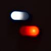 Kép 2/3 - Mini csíptethető ledes biztonsági világítás / hátizsákra, ruhára - narancssárga