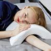 Kép 1/6 - Ívelt, nyomás gátló párna – Nem zsibbad el többé a karod alvás közben!
