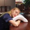 Kép 3/6 - Ívelt, nyomás gátló párna – Nem zsibbad el többé a karod alvás közben!