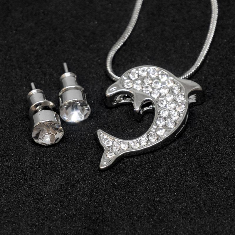 Kristályokkal kirakott fülbevaló és nyaklánc díszdobozban / delfin medállal / 200511