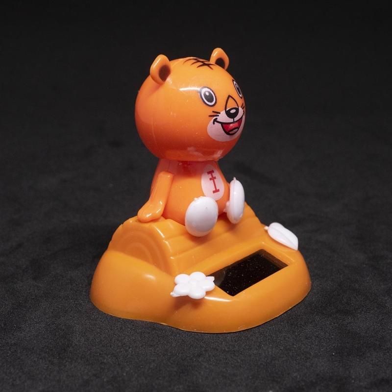 Bólogató napelemes tigris autóba, íróasztalra