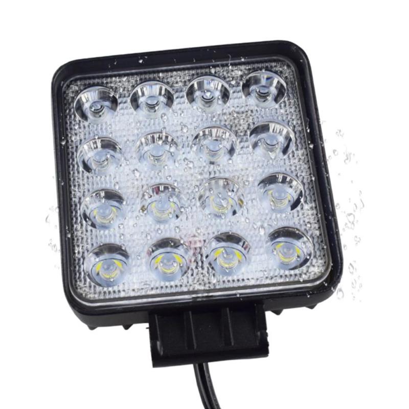 Autóra szerelhető LED-es reflektor / 48 W