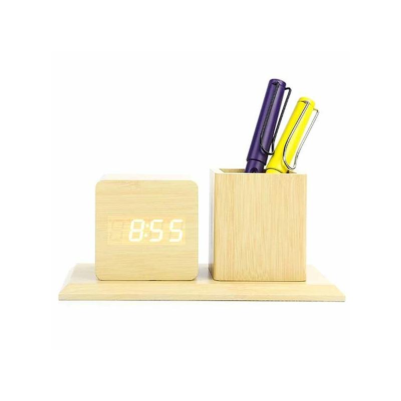Fahatású, hangvezérléses asztali óra és tolltartó